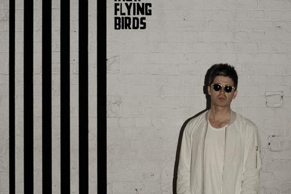 Noel_Gallaghers_High_Flying_Birds_copy_gallagher_rv.jpg